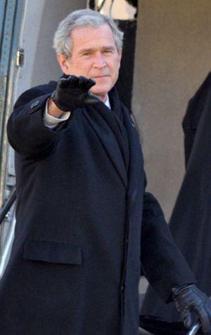 Bush pone en libertad a dos policías fronterizos en su última orden como presidente