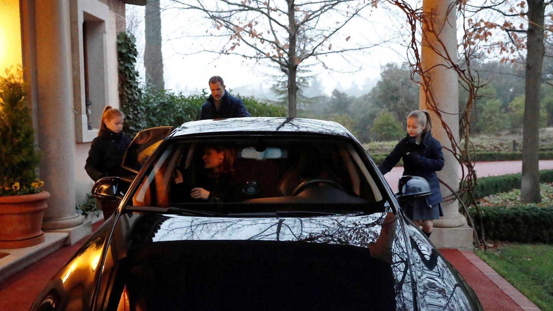 Imagen de la familia real montando en el Audi RS6. (EFE)