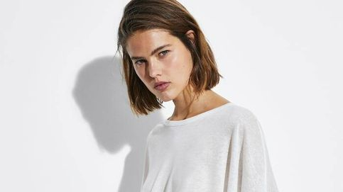 Una de estas 5 camisetas blancas de Massimo Dutti te resolverá cada verano