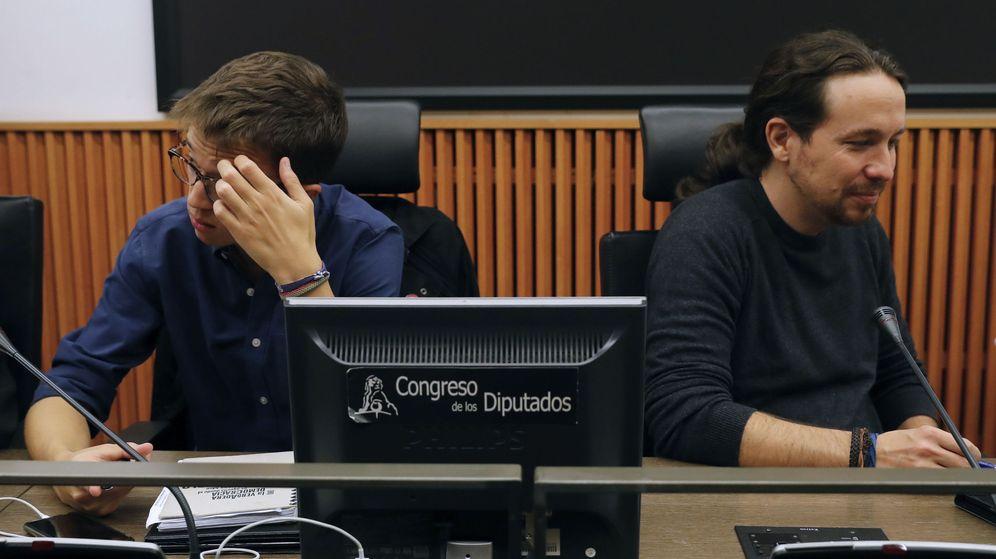 Foto: Pablo Iglesias e Íñigo Errejón, durante una reunión del grupo parlamentario en el Congreso. (EFE)