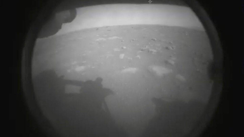 Primera imagen del Perseverance. Bienvenidos al cráter Jezero. (NASA)