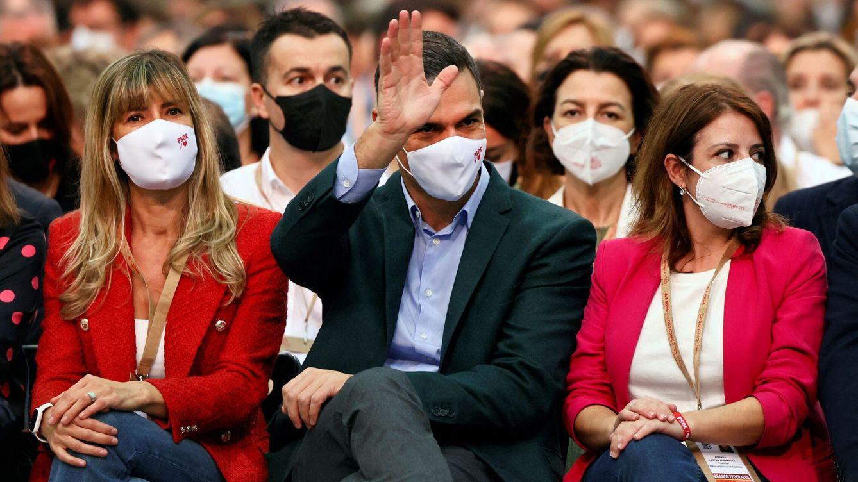El sorprendente nuevo uniforme oficial de todo el PSOE