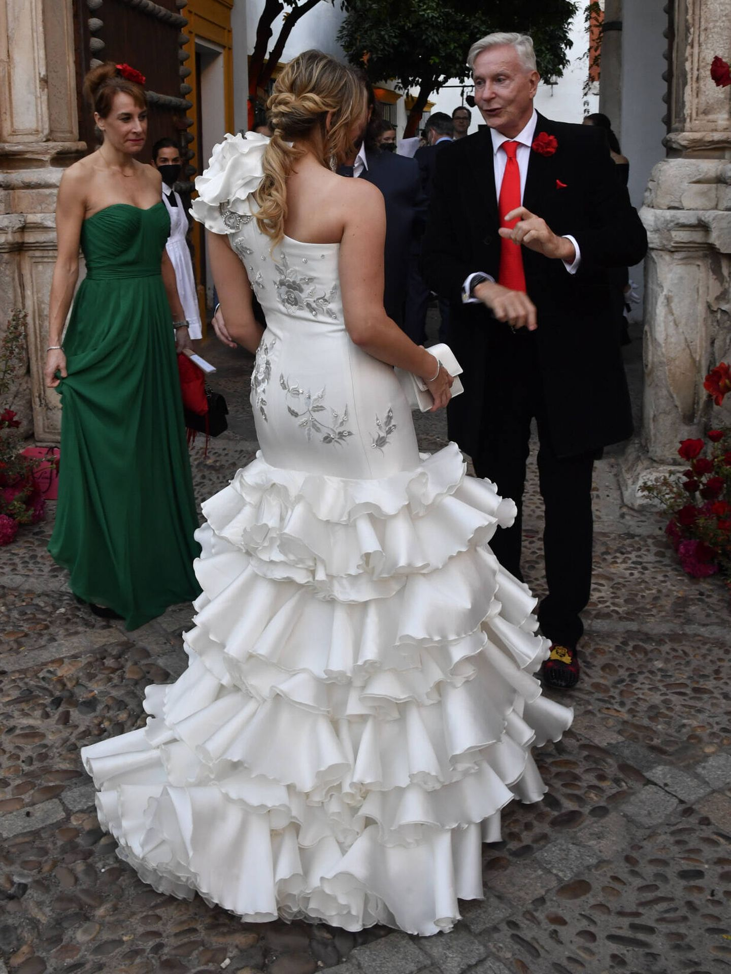 Detalle del vestido escogido por la novia en su preboda, visto por detrás. (Gtres)