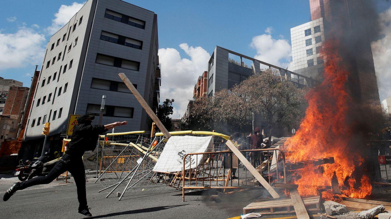 Foto: Protestas de los CDR en los alrededores del acto. (EFE)