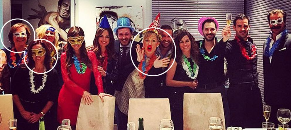Foto: Luján Argüelles, con Carmen Martínez Castro, Edurne Uriarte y otros amigos