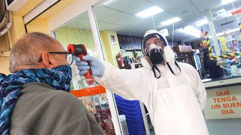 Un supermercado protege del coronavirus a sus clientes tomándoles la temperatura uno a uno