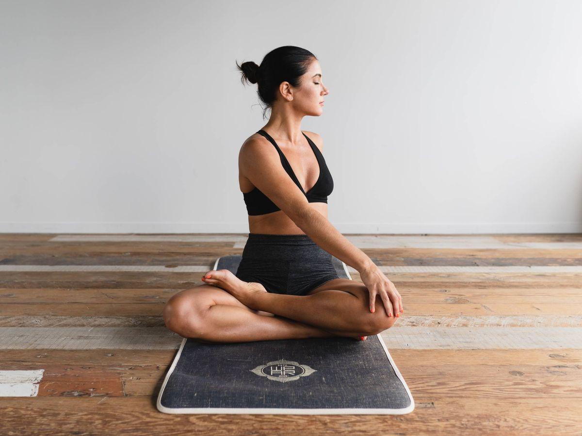 Foto: Rutina de yoga para digestiones ligeras. (Dane Wetton para Unsplash)