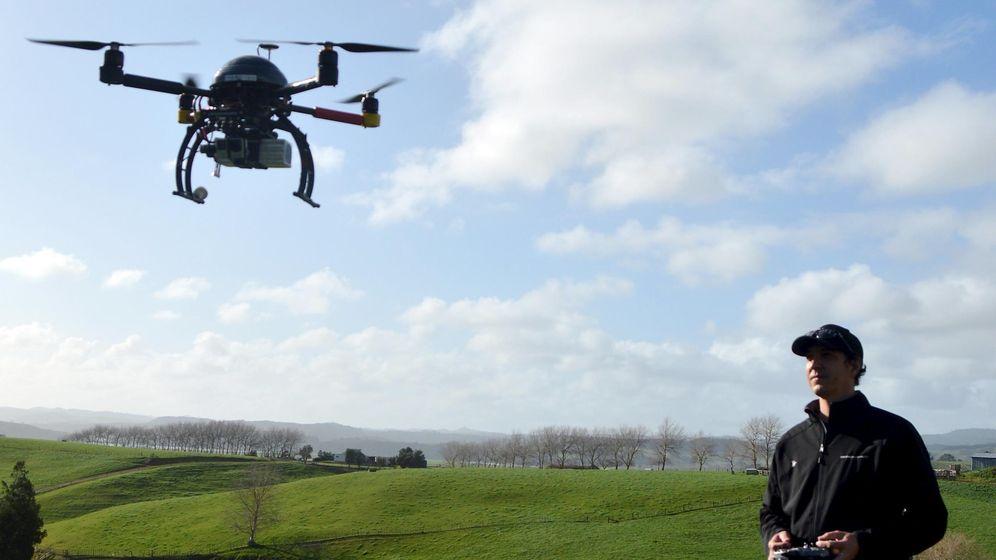 Foto: Dron volando en Nueva Zelanda. (Reuters)