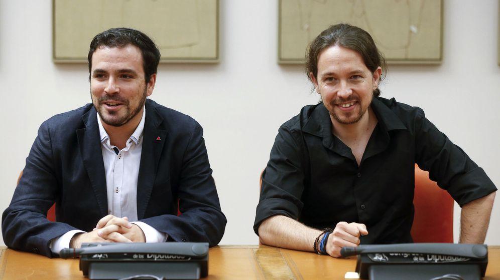 Foto: Los líderes de IU y de Podemos, Alberto Garzón (i) y Pablo Iglesias (d), durante una reunión del grupo parlamentario de Unidos Podemos-En Comú Podem-En Marea. (EFE)