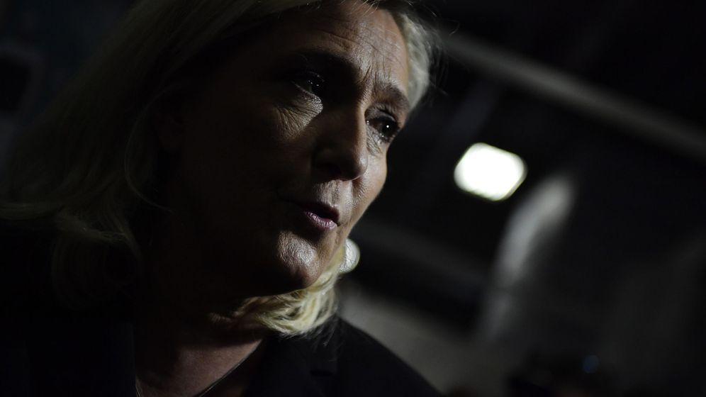 Foto: Marine le pen visits mif expo in paris
