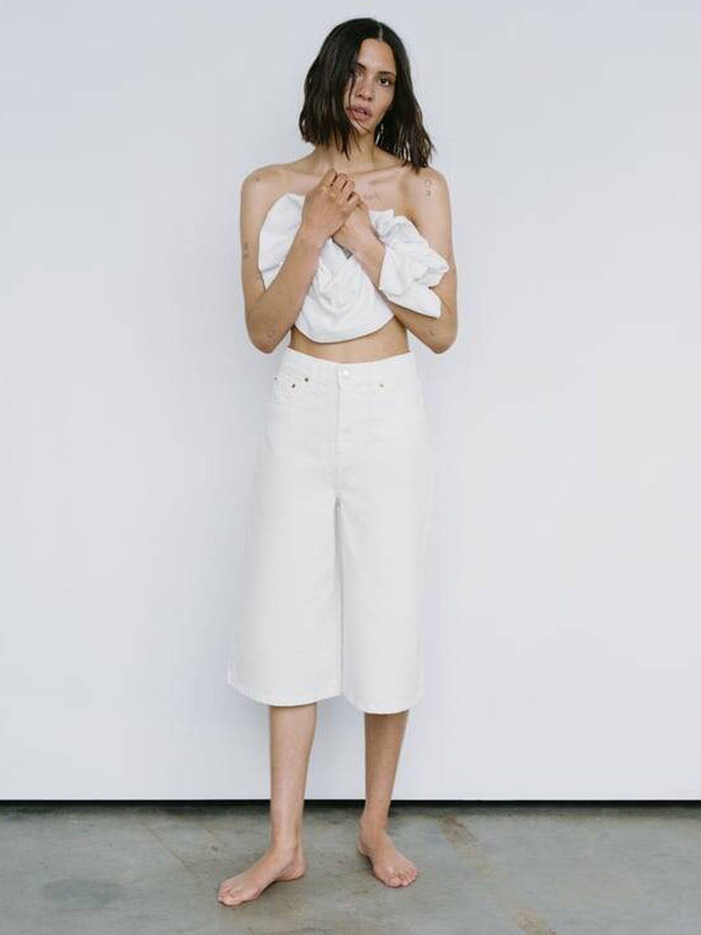 Pantalón blanco de Zara. (Cortesía)