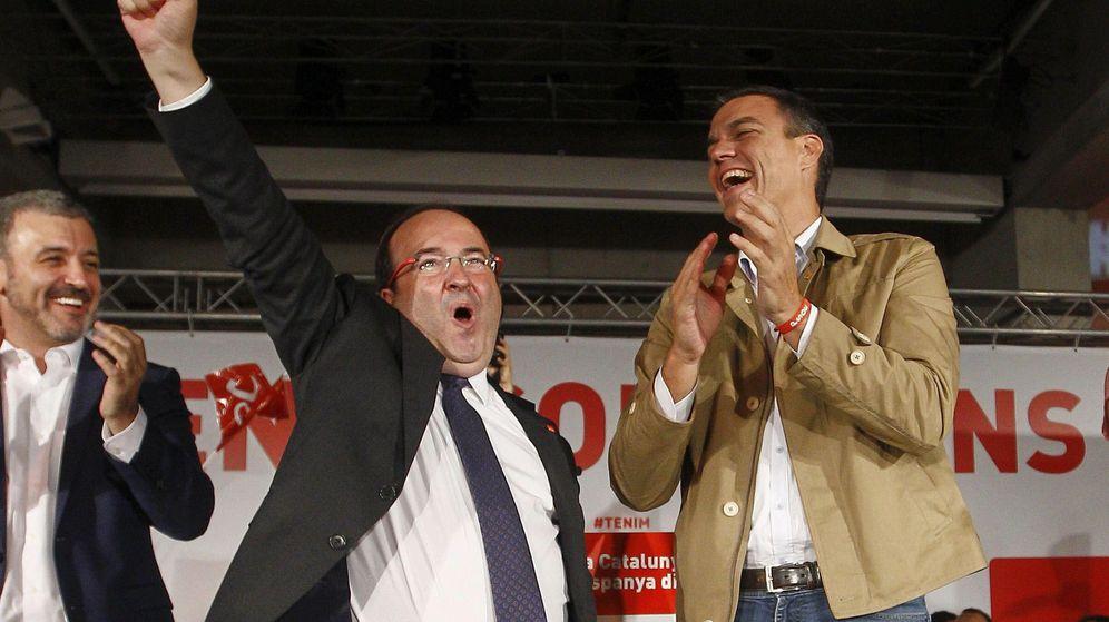 Foto: Miquel Iceta, con Pedro Sánchez y Jaume Collboni, en el arranque de la campaña del 27-S, en el Centre de Cultura Contemporània de Barcelona. (EFE)