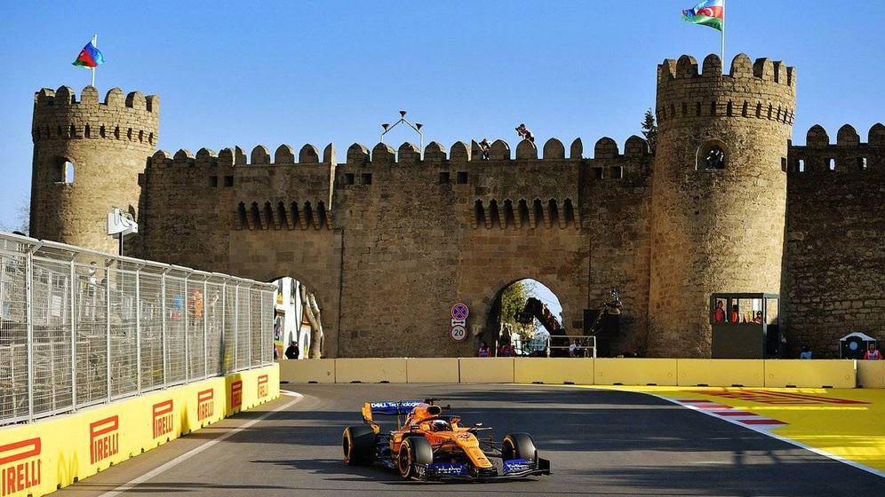 Foto: Carlos Sainz terminó séptimo en la primera jornada del GP de Azerbaiyán, pero no con buenas sensaciones a bordo del MCL33 (MCLAREN)