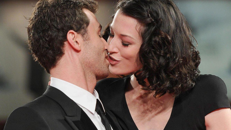Foto: James Deen y Stoya se besan durante el estreno de 'The Canyons' en agosto de 2013. (Efe/Epa/Ettore Ferrari)