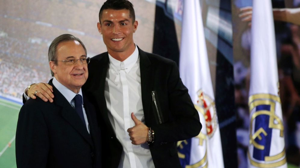 Foto: Florentino Pérez con Cristiano Ronaldo en el palco del Bernabéu. (Efe)