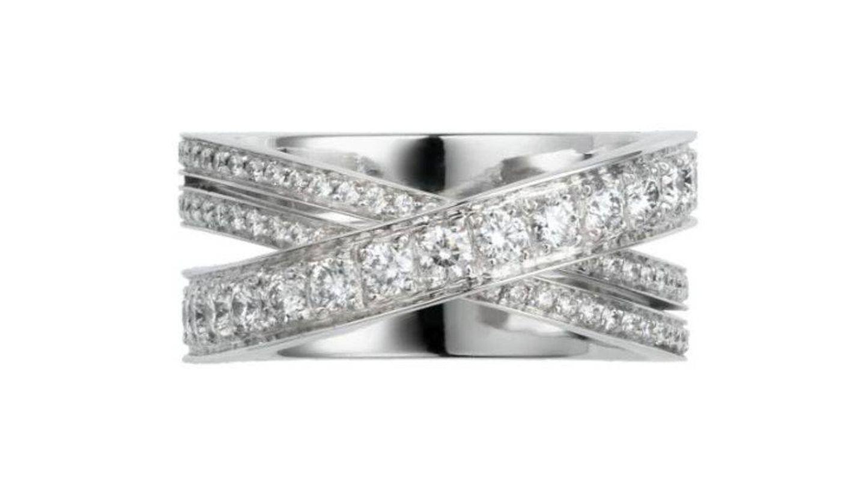 Anillo de diamantes y oro blanco de Cartier. (Cortesía)