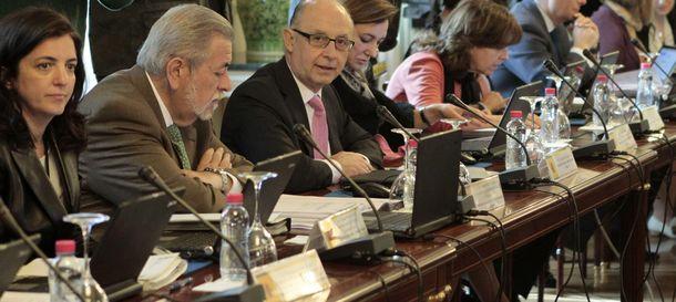 Foto:  Cristóbal Montoro, junto al secretario de Estado de Administraciones Públicas, Antonio Beteta (Efe)