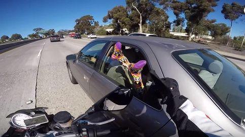 Esta es la razón por la que no debes sacar los pies por la ventanilla del coche