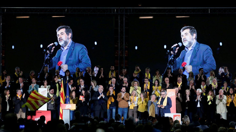 La imagen de Sànchez en una pantalla durante un acto en diciembre de 2017. (Reuters)
