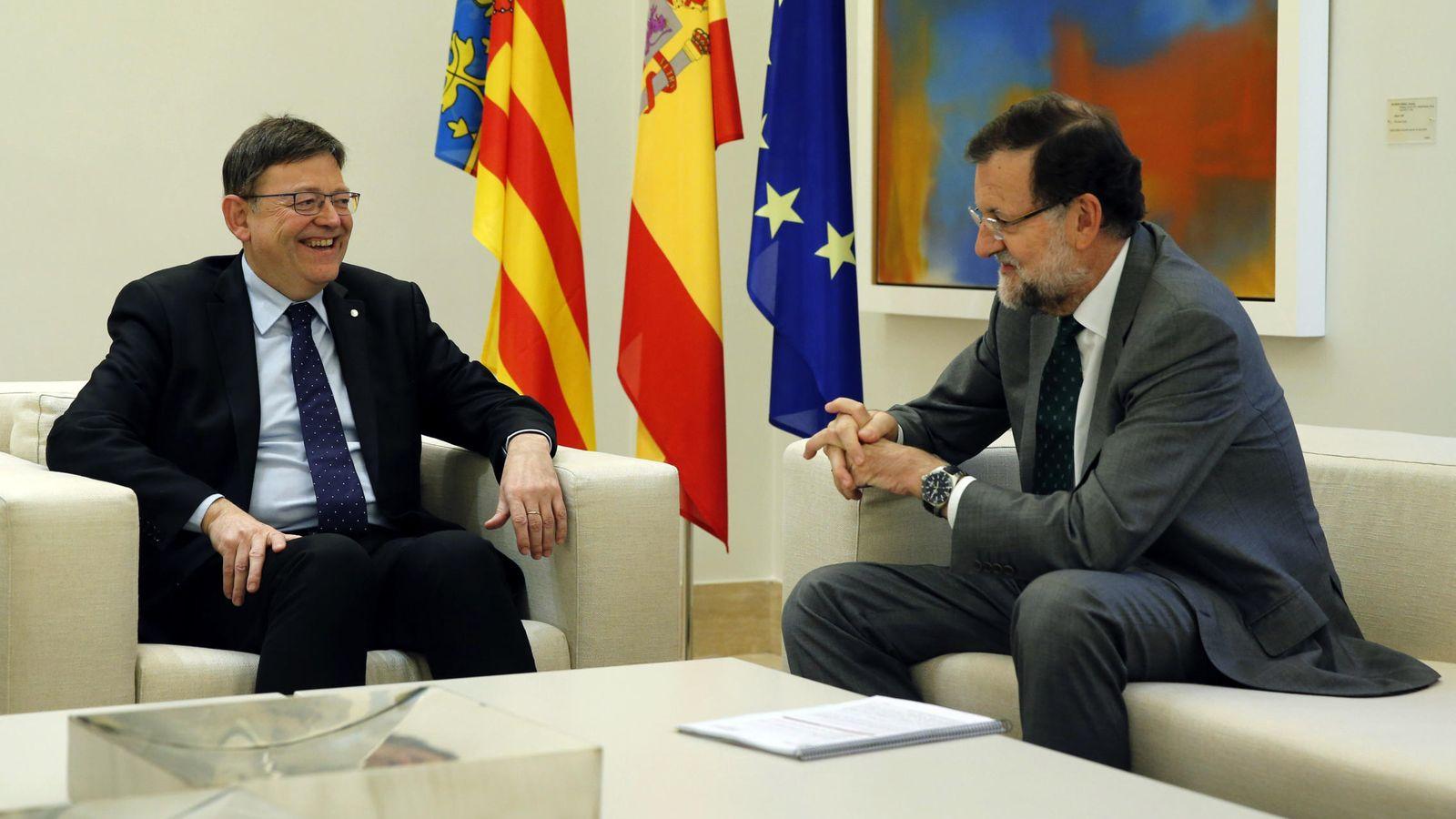 Foto: El presidente del Gobierno, Mariano Rajoy (d), junto al presidente de la Generalitat Valenciana, Ximo Puig. (EFE)