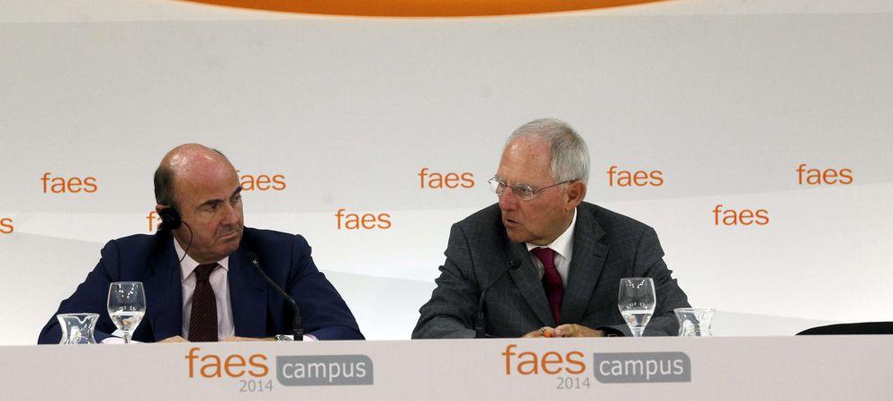 Foto:  El ministro de Economía, Luis de Guindos (i), y el ministro de Finanzas de Alemania, Wolfgang Schäuble. (EFE)