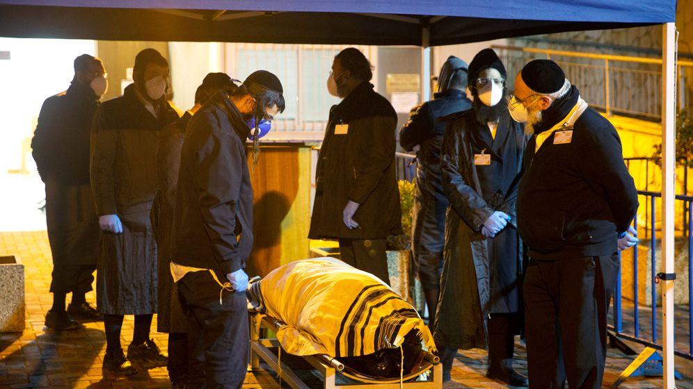 Foto: Entierro de Ariel Even, la primera víctima del coronavirus en Israel (REUTERS)