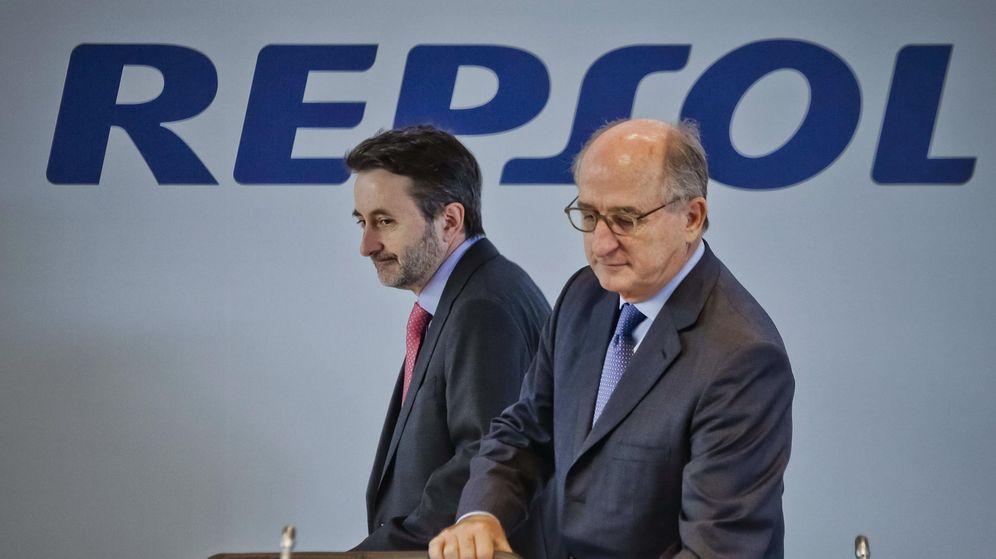 Foto: El presidente de Repsol, Antonio Brufau, (d) y el consejero delegado, Josu Jon Imaz. (EFE)
