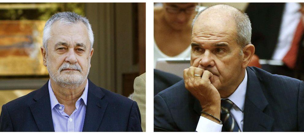 Foto: Los expresidentes de la Junta de Andalucía José Antonio Griñán (i) y Manuel Chaves (d) (EFE)