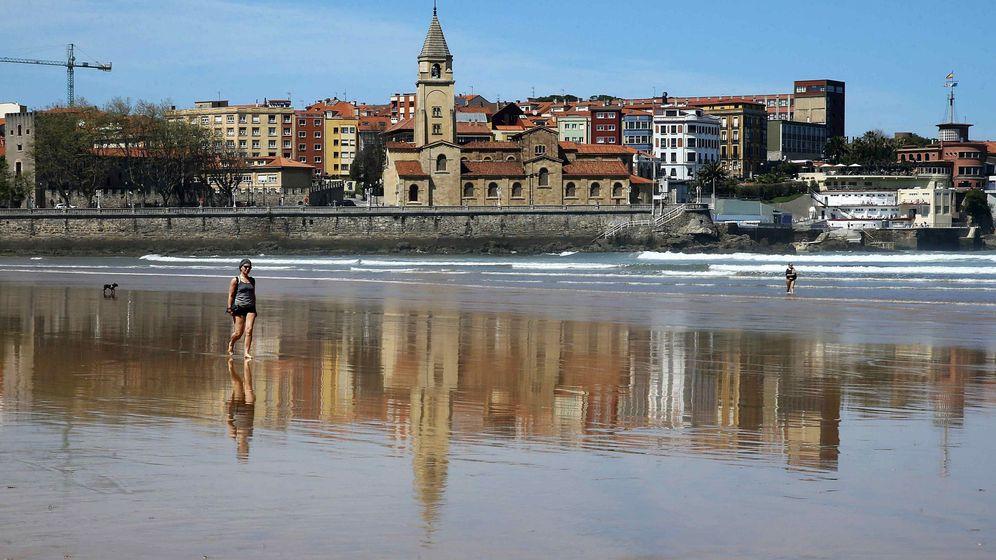 Foto: Playa de San Lorenzo en Gijón. (EFE)