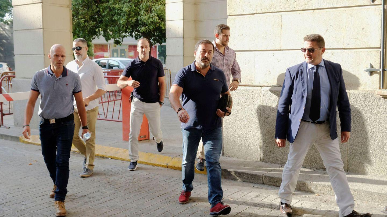 Los agentes de seguridad del centro comercial sevillano acuden a declarar. (EFE)