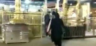 Post de Dos mujeres desafían siglos de tradición al entrar en un templo prohibido en India