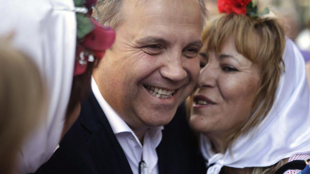 Foto: El candidato socialista al Ayuntamiento de Madrid, Antonio Miguel Carmona, en San Isidro. (Efe)