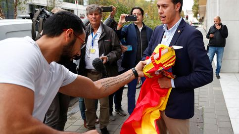 Valtònyc se encara con el presidente de Vox en Girona por la bandera de España
