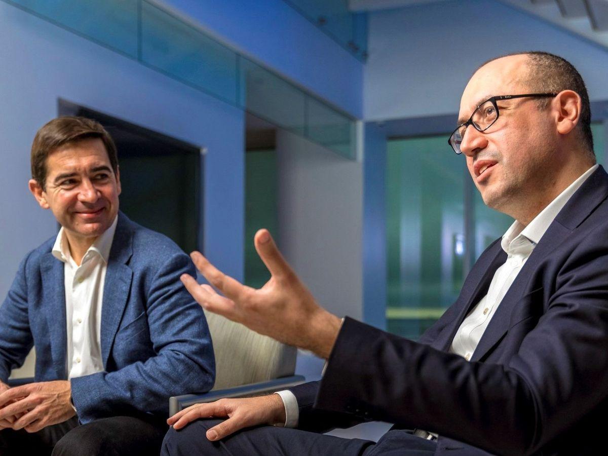 Foto: Carlos Torres y Onur Genç, presidente y consejero delegado de BBVA. (EFE)