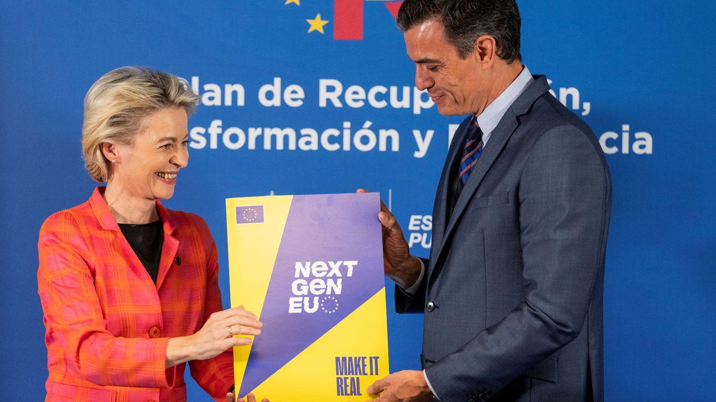La presidenta de la Comisión Europea, Ursula von der Leyen, junto al presidente del Gobierno, Pedro Sánchez, en Madrid. (Reuters)
