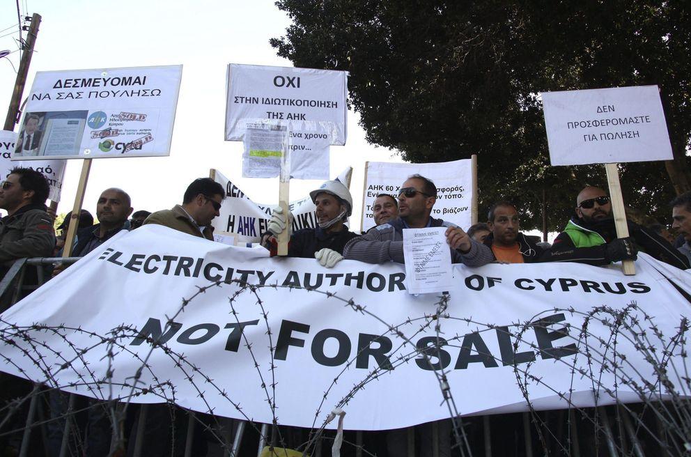Trabajadores de empresas públicas de Chipre protestan contra su privatización (Efe).