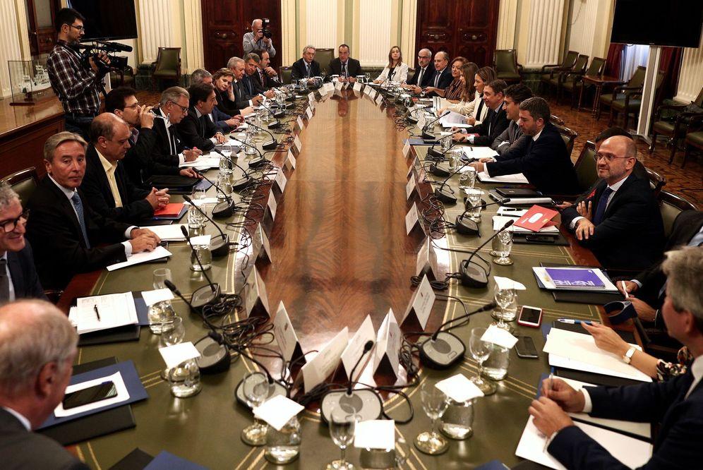Foto: Una reunión ministerial con las organizaciones agrarias. (EFE)