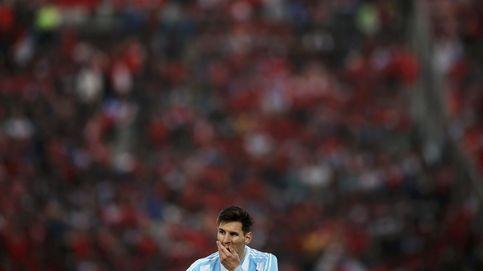 """Un Messi """"destrozado y hundido"""" no descarta renunciar a la selección"""