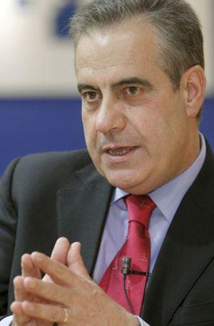 Corbacho pide colaboración a las CCAA para la extensión de la protección por desempleo