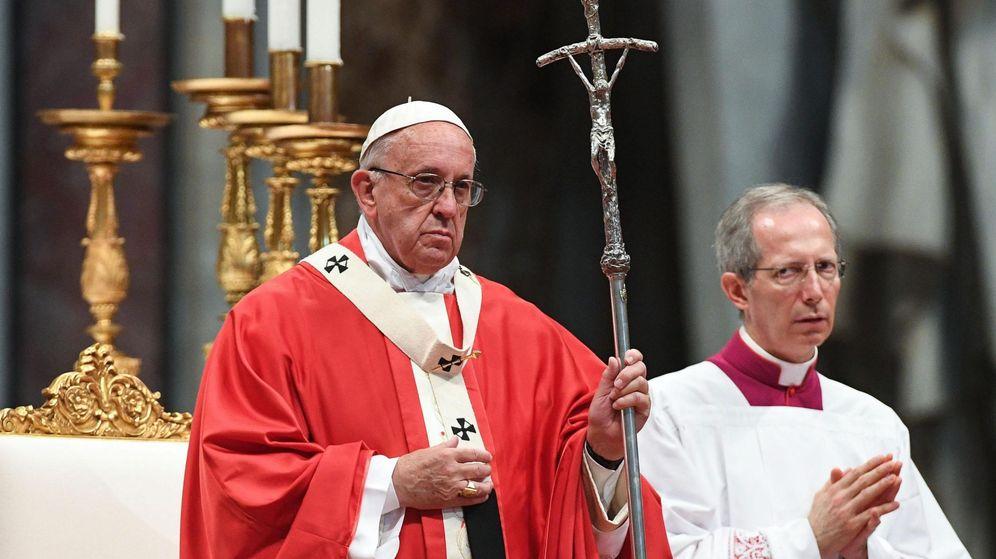 Foto: El papa Francisco oficia una homilía celebrada con motivo de la Solemnidad de los Santos Apóstoles Pedro y Pablo. (Efe)