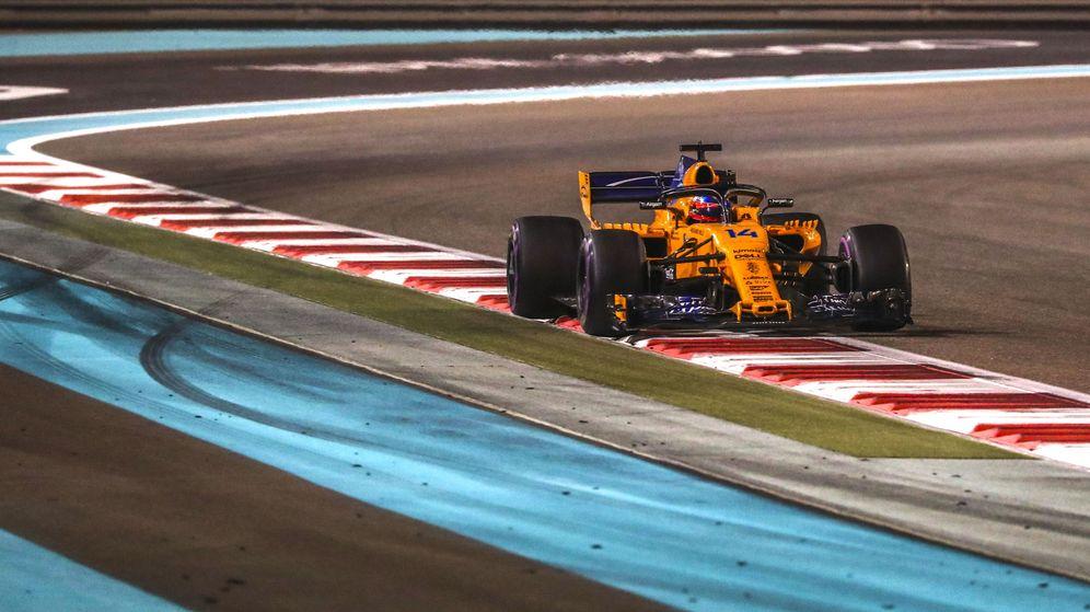 Foto: Fernando Alonso al volante del MCL33 durante el GP de Abu Dabi. (EFE)