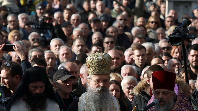 Foto: Clérigos ortodoxos serbios asisten al funeral del político serbio-kosovar Oliver Ivanovic, asesinado en enero de 2018. (Reuters)