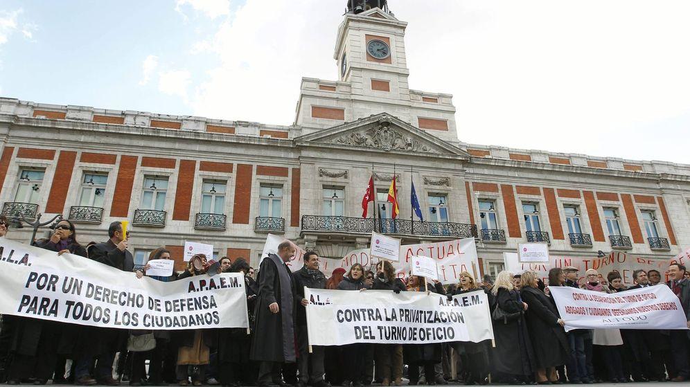 Foto: Protestas de abogados del turno de oficio en Madrid, en 2011. (EFE)