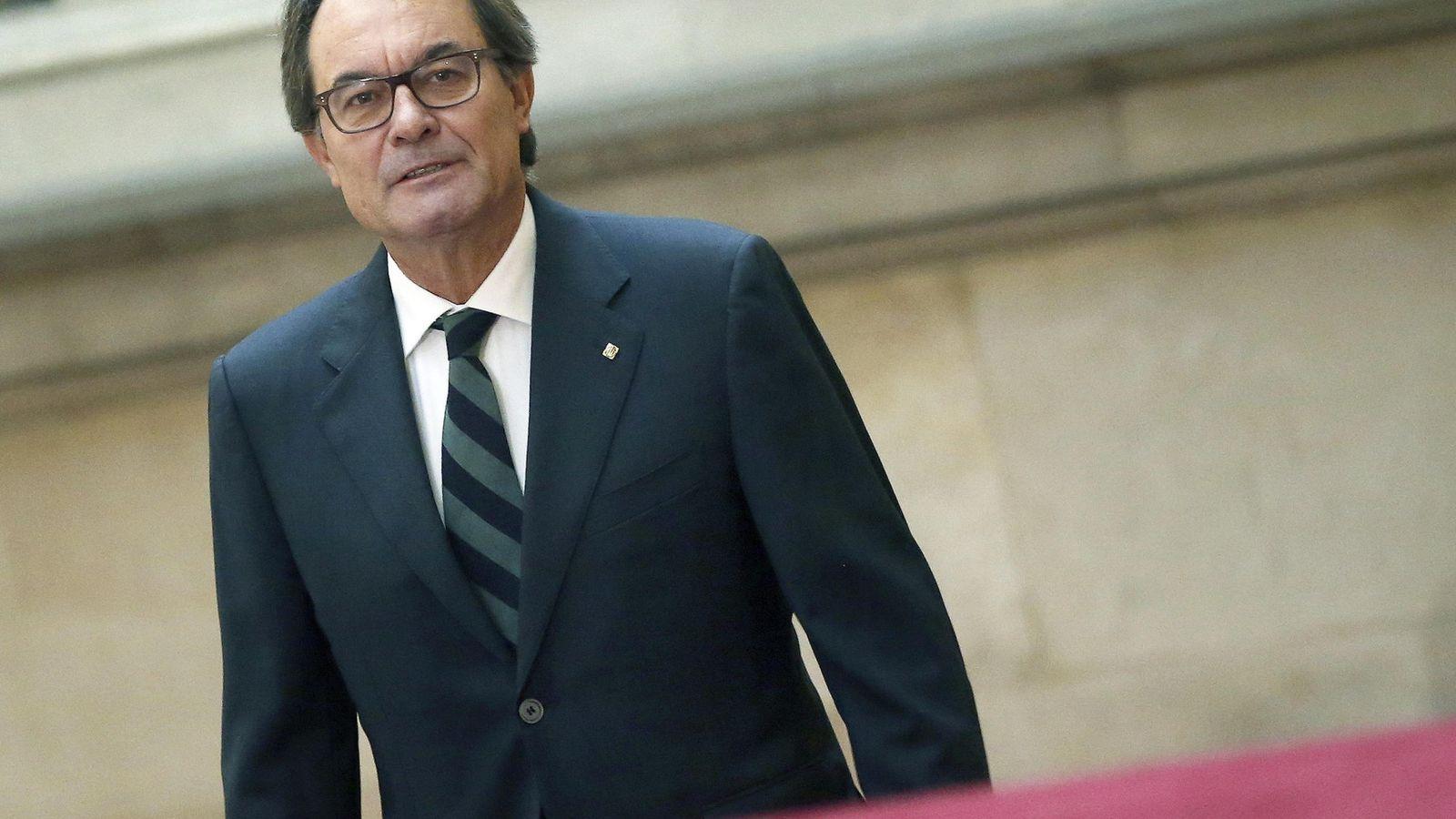 Foto:  El presidente de la Generalitat en funciones, Artur Mas, a su llegada al Parlament. (EFE)
