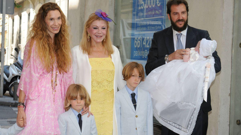 Tita Cervera: Por supuesto que he invitado a Borja y a su familia a la comunión de mis hijas