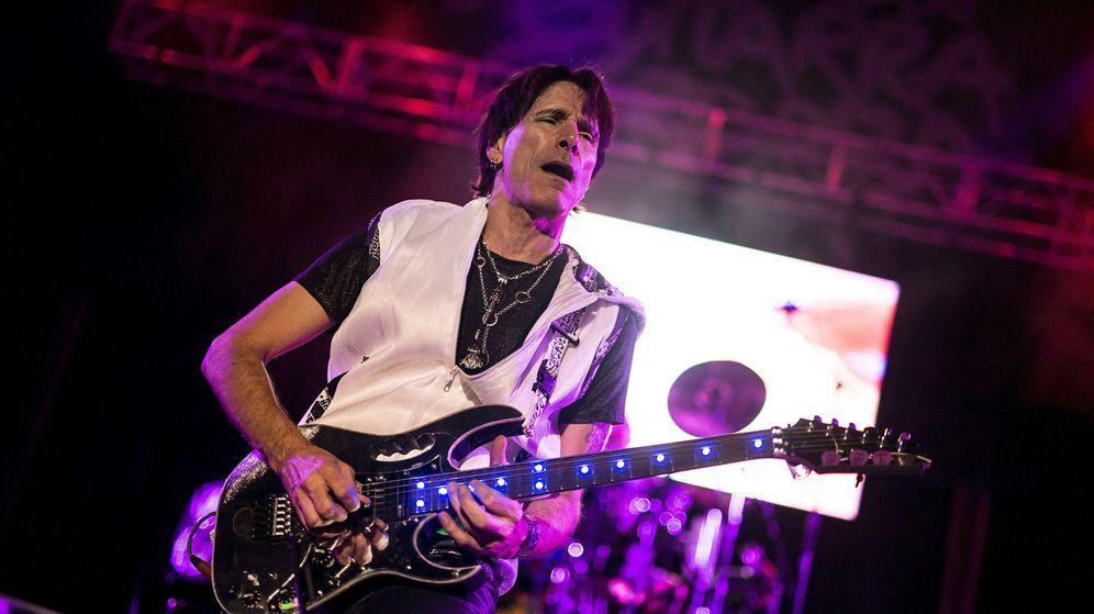 Foto: El guitarrista Steve Vai durante un concierto en España (en este caso en Córdoba).