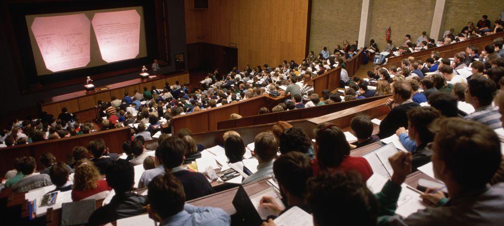 Foto: La necesidad de endeudarse para estudiar acercará el modelo educativo español al anglosajón, con una universidad más de élites que de masas. (Corbis)