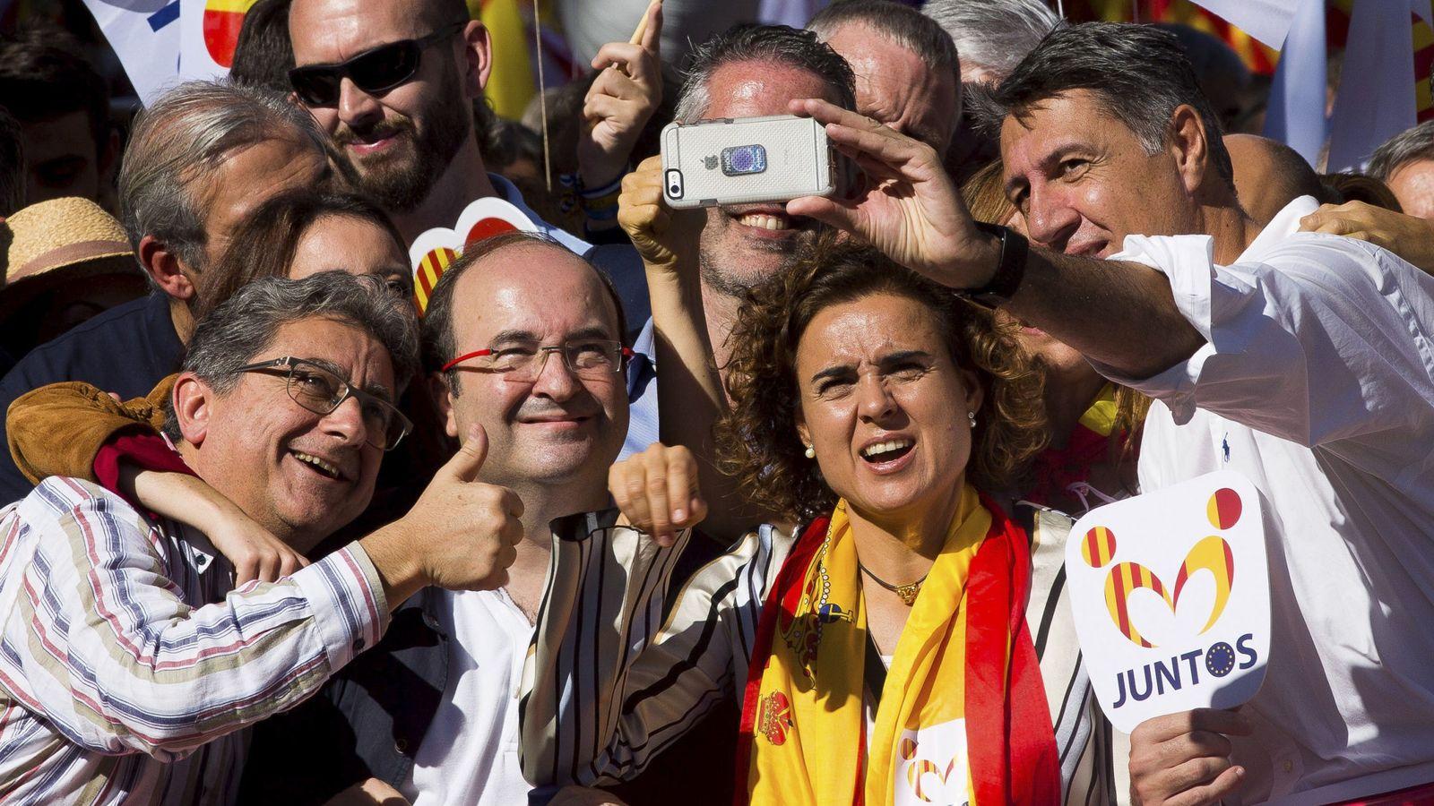 Foto: Miquel Iceta, el pasado domingo rodeado de dirigentes del PP. (EFE)