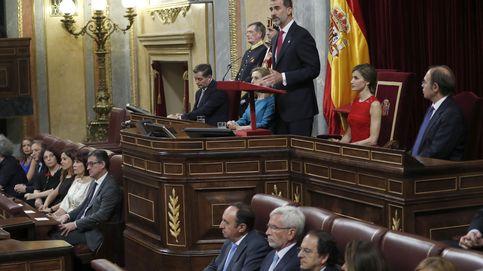 Ni enfado ni malestar: Rey no hay más que uno, dicen los constitucionalistas