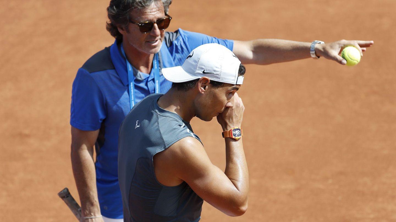 Rafael Nadal, junto a su entrenador Francis Roig. (EFE)
